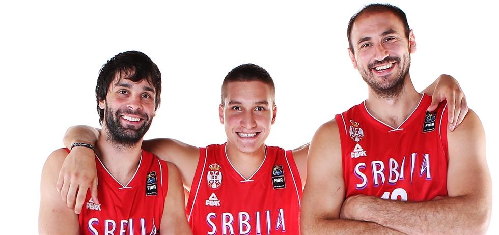 En esta foto podemos ver a 3 de los integrantes de la Selección de Serbia que consiguieron la Medalla de Plata en el Último Mundial: Milos Teodositch, Bogdan Bogdanovitch y Nenad Krstitch